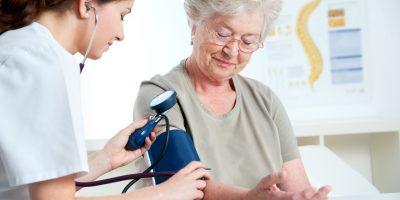hipertensiune, hipotensiune, medic de familie, medic generalist, medicina generala, medina de familie, tensiune arteriala, ingrijire, grija, batran,