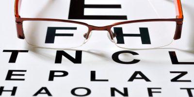 ochelari, oftalmolog, oftalmologie, optometrie, optometrist, miopie, hipermetropie, dioptrie, lentile contact, retina, glaucom, hipertensiune oculara, vedere, cristalin, cornee, implant cristalin, conjunctivita, pleoapa,